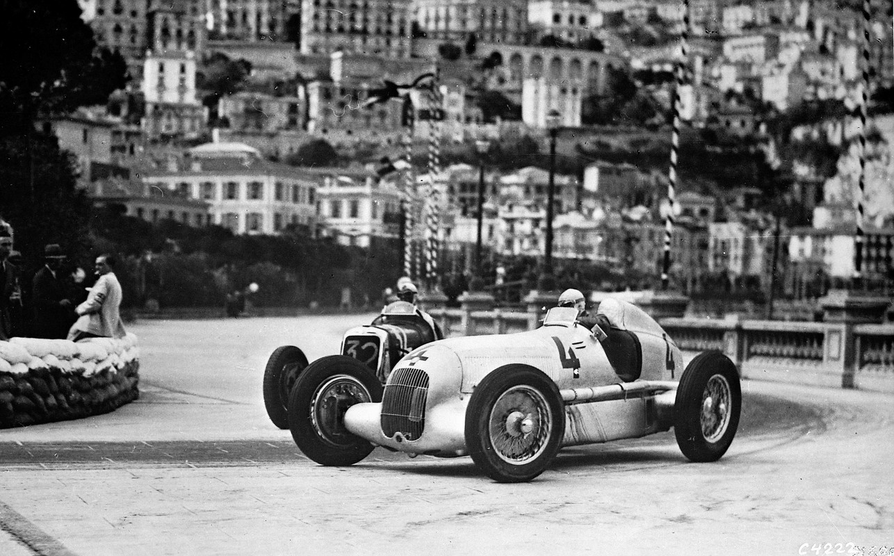 Historic monaco silver arrows formula one art genius for Garage mercedes monaco